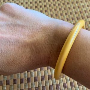 Vintage yellow Bakelite bangle